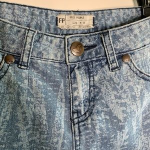 Free People Jeans - Free People Feather Printed Cropped Ankle Skinny